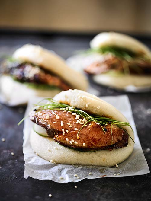 ASIAN ROASTED LEG OF LAMB AND STEAMED BUNS