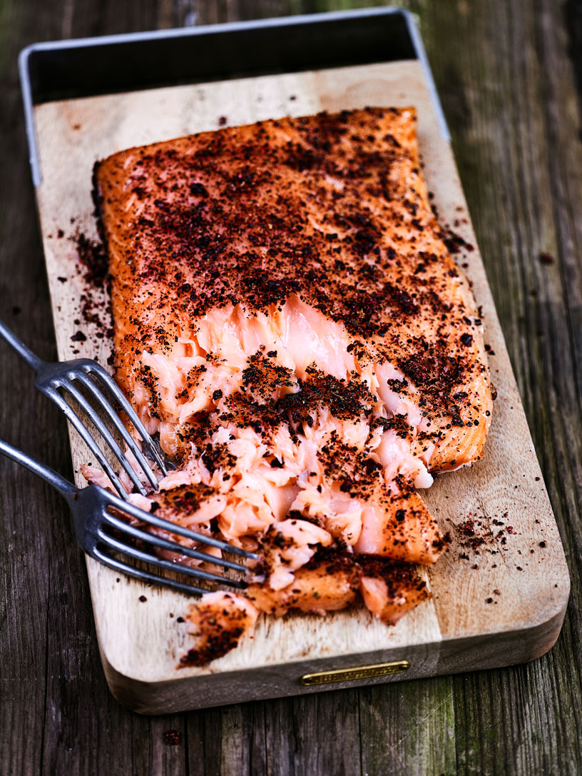 4K - HOT-SMOKED SALMON WITH AROMATIC SPICES